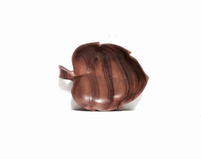 """Handcarved monkey wood by Sorenson beautifully detailed, vintage handmade carved pieces, leaf design/shape, weighs 115grams, 8""""x6"""" #1955"""