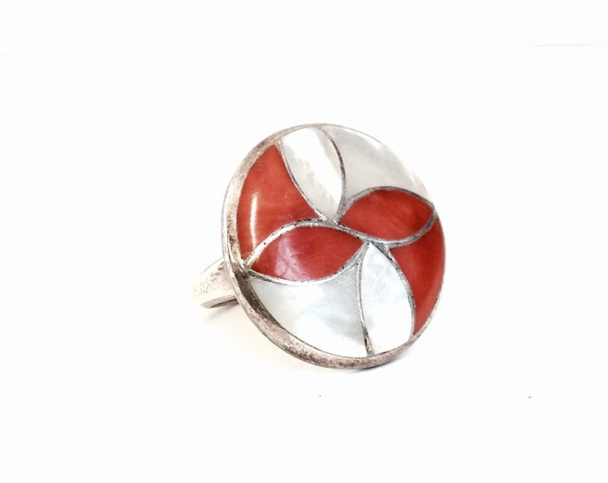 A Mid-Century Southwestern Art Nouveau Sterling Silver, White Shell & Red Coral Inlaid Ring, USA Ring Size 6, 7.48 Grams #3012