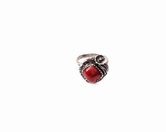 A Delicate Southwestern Antique Red Coral & Flowering-Leaf Engraved Sterling Silver Ring, USA Ring Size 4, 3.00 Grams #2857