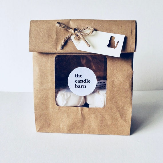 6 x Cat Paw Print scented wax melts, in a gift bag
