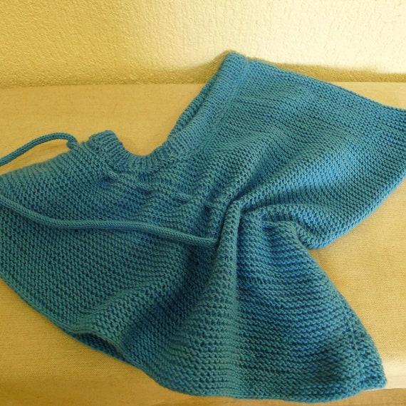 Hand knitted hoodbiggin.Natural wool