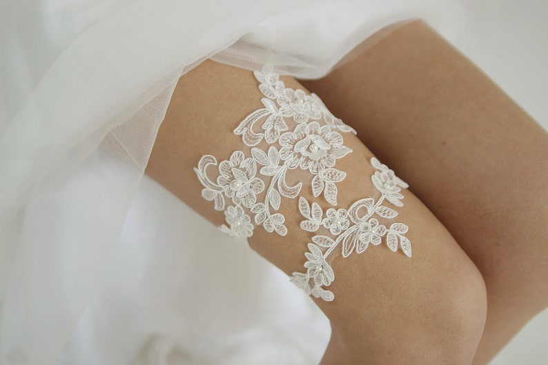 lace wedding garter Pearl garter set floral lace garter Lace /& Pearls ivory lace wedding garter set style G06