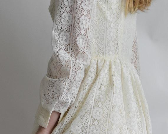 Vintage Prairie Lace Wedding Dress