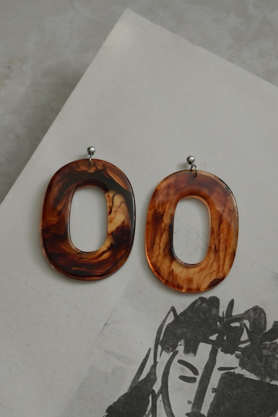 Oval Acetate Earring in Bourbon