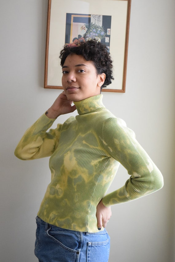 Reworked Green Tye Dye Turtleneck