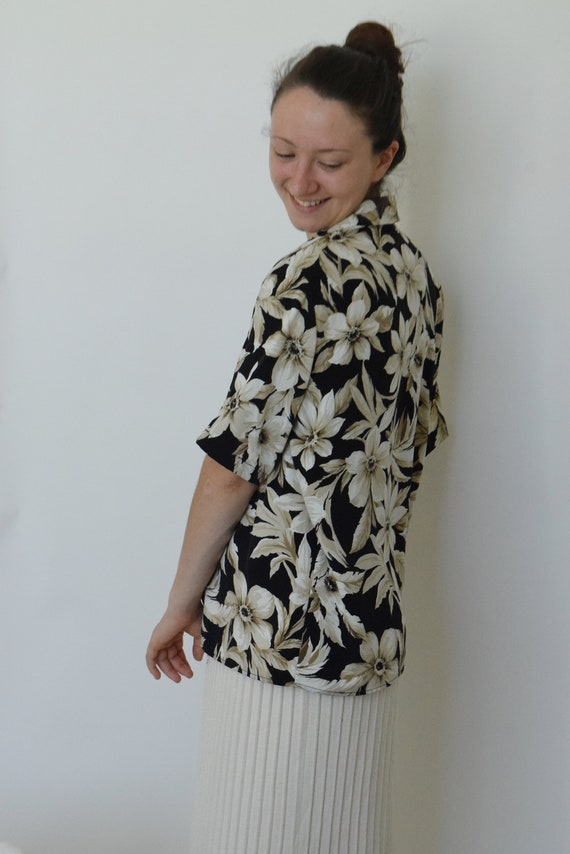 Muted Floral Short Sleeve Blouse