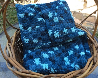 Crochet baby blanket - cozy, plush baby blanket to wrap your baby in softness!