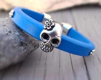 Pulsera de mujer, pulsera para mujer, pulsera de cuero chica, pulsera de regaliz, pulsera de cuero azul, pulsera de cuero de mujer, pulsera calavera
