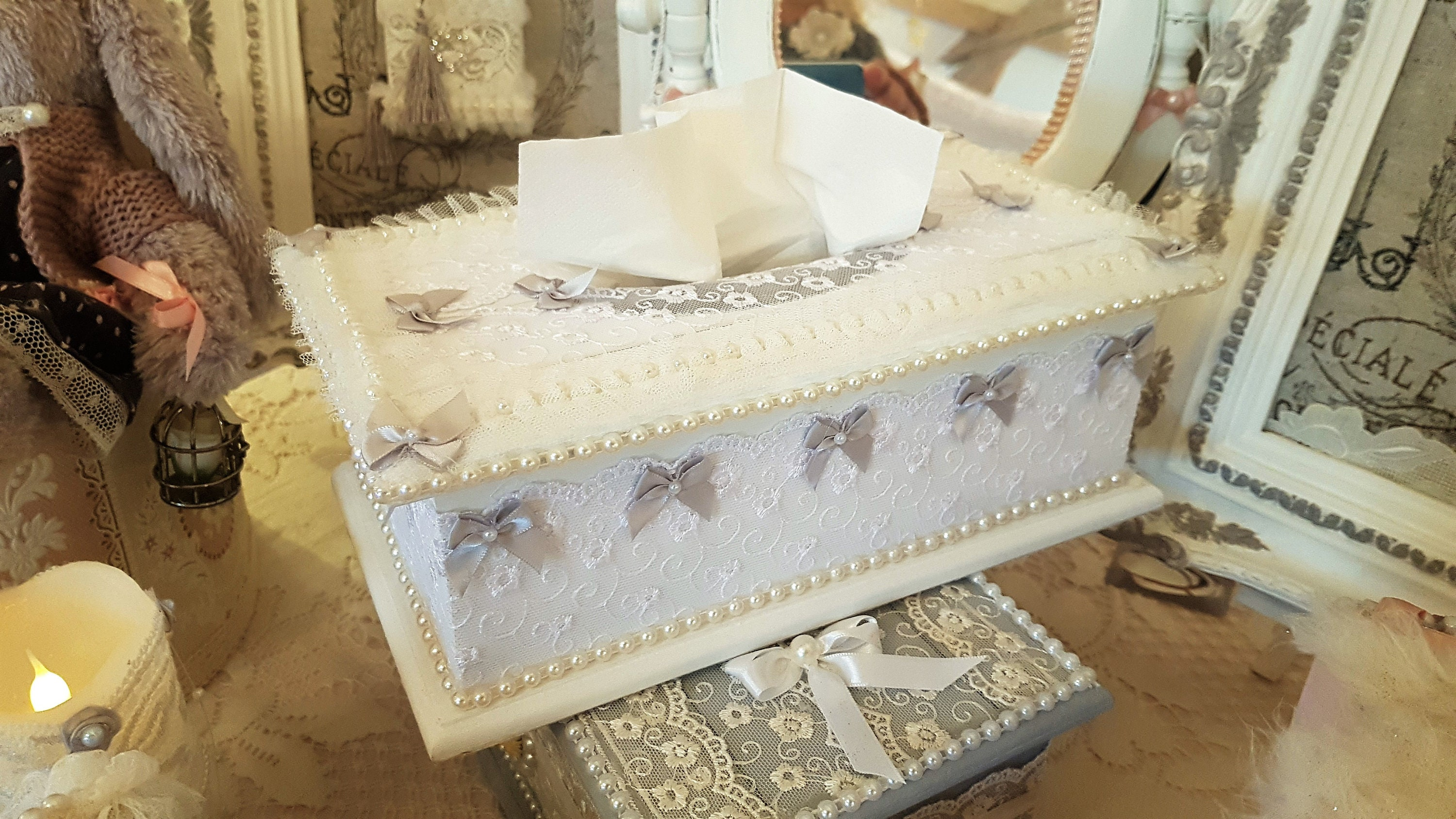 Chambre Style Shabby Romantique shabby chic white tissue box and white french lace