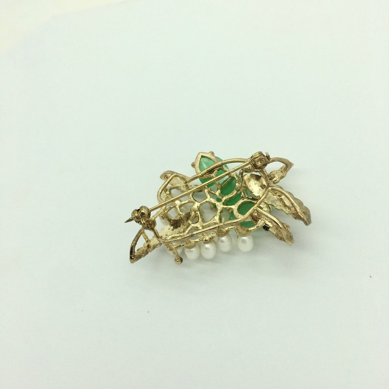 Pearl and Green Leaf Gold Brooch