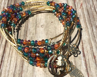 Earth multi-color beaded bracelets with gold plated charms - Semanario pulseras de piedritas multicolor tierra con dijes chapa de oro