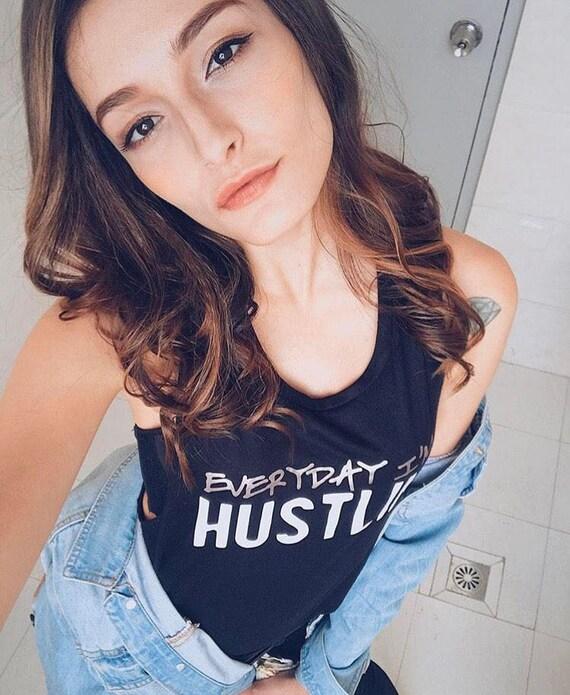 Everyday I'm Hustlin' / Statement Tank / Graphic Tank / Statement Tshirt / Graphic Tshirt / Statement Tee / Graphic Tee / T shirt (TL/BW)