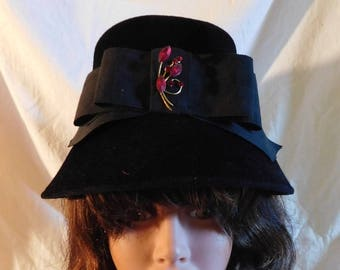 Vintage Black Velour Bucket Hat Wide Black Grossgrain Ribbon Garnet Red  Glass Stone Brooch Peachbloom Velour Union Made 1940s style f8dd18bb5a2