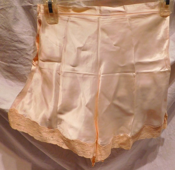 Vintage lingerie Tap Pants Ivory Satin and Lace 19