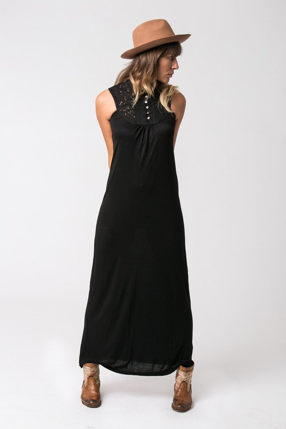 Ärmelloses schwarzes Kleid schwarze Maxi-Kleid langes