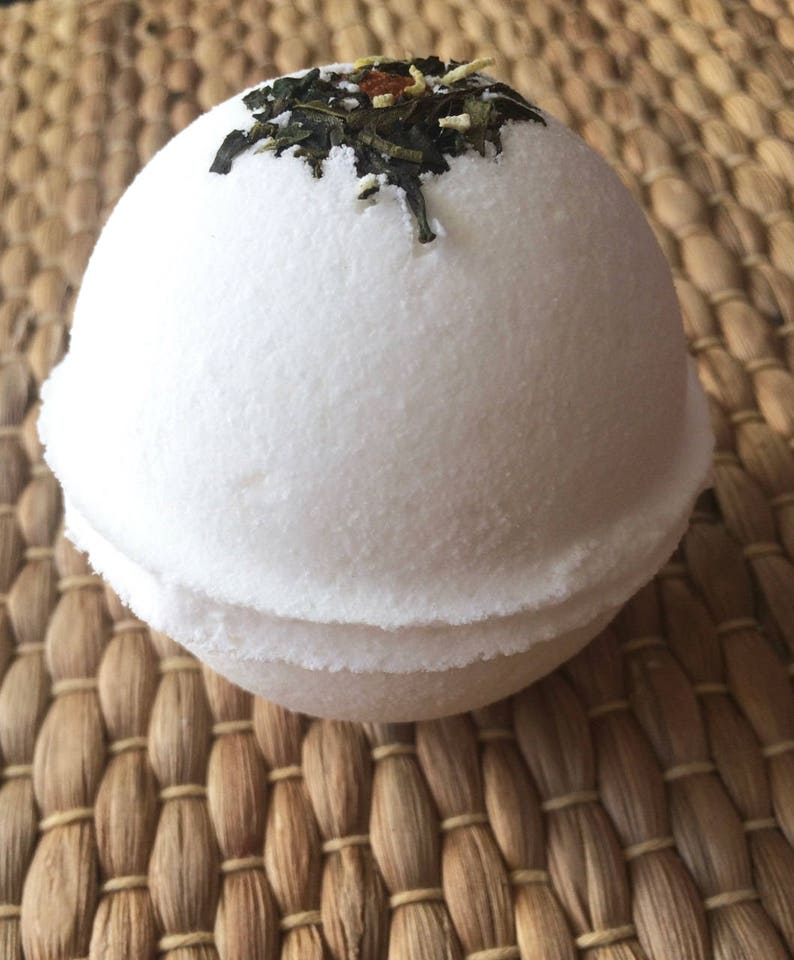 MERYL STEEP White Tea Bath bomb Coconut and Tea Bath Bomb image 0