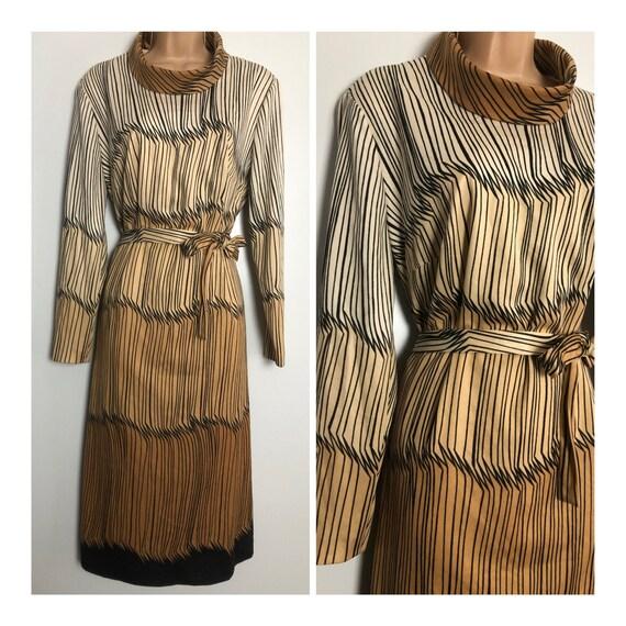 Vintage 1970s UK Size 16-18 Stunning Parisian Beig