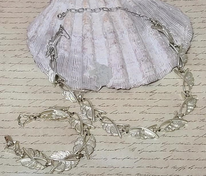 Vintage Choker Neckalce and Matching Bracelet Leaf Motif Free Ship Necklace and Bracelet Jewelry Set