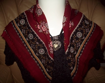 A ladies vintage Russian headscarfe small