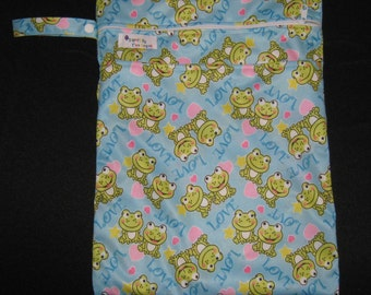 Wet Bag with 2 Zippered Compartments - Love Frogs Print