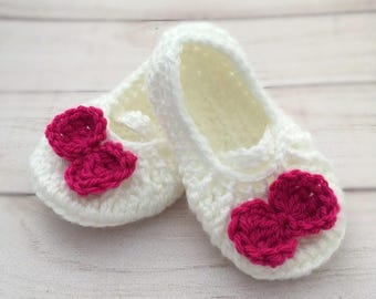 Baby girl slippers, Crochet baby girl slippers, White baby slippers for Newborn to 12 Months, Made to order, Soft acrylic wool