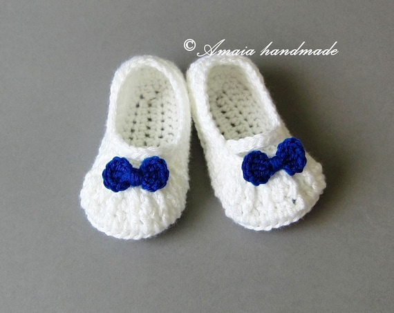 c2410a8d6378f Crochet baby slipper, Baby girl slippers for Newborn to 12 Months,  Beautiful white slippers with small bow, Great as an baby shower gift
