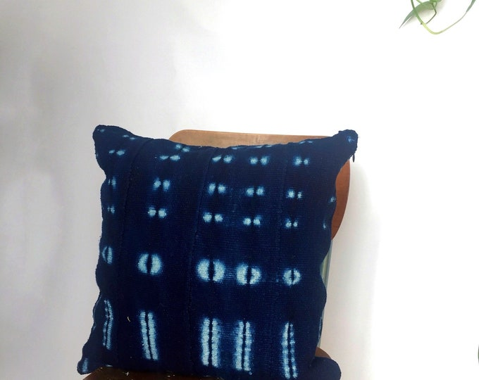 """Bohemian Mudcloth PIllow Cover- 18"""" x 18"""" Dye Blue -  Kilim Square Pillowcover - Area Rug Pillow Cover for Couch"""