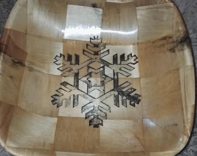 Christmas Snowflake hand painted engraved NATURAL bamboo wooden bowl unique fruit / egg basket / nic naks table decor #christmas#Etsy