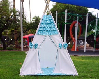 Minnie teepee, kids Teepee, tipi, Play tent, wigwam or playhouse with ruffle and polka dot