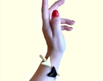 Poison Arrow bangle Bracelet cream and black Bakelite Inspired Reproduction in FUN FAKELITE 1940s 1950s Art Deco inspired