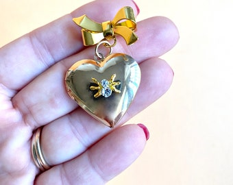 Spider's Heart Locket pin brooch -Vintage Victorian Edwardian inspider Gothic 1940s 1950s- Bow and heart Gold Tone