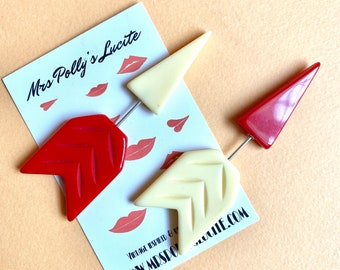 Two tones Red and Cream Poison Arrow Bakelite inspired reproduction stick pin brooch-FUN FAKELITE-1940s 1950s  Vintage inspired