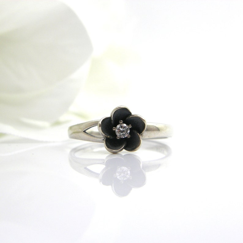 Gemstone ring april birthstone ring vintage ring flower ring clear quartz ring black silver ring mothers ring mom jewelry Gothic ring