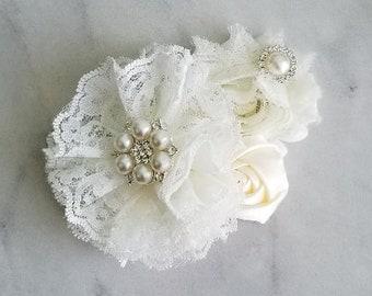 Flower hair clip / flower girl hair clip, ivory hair clip / lace flower clip ivory, bridesmaid hair clip, wedding hair clip / girl hair clip