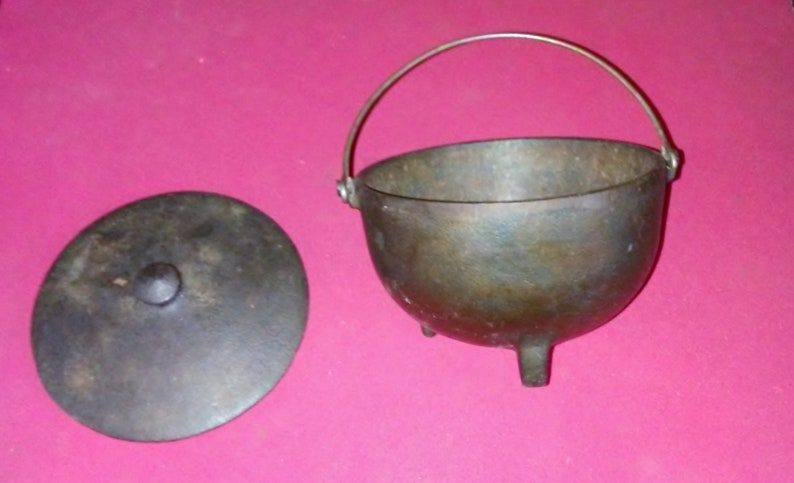 Smalle Kast Wit.Vintage Small Cast Iron Cauldron Pot With Lid Service Ideas Etsy