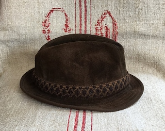 d37fa649feb53 Vintage Hush Puppies Dunn   Co Brown Suede Trilby - Size Small 54cm.  MonCaribou. in United Kingdom