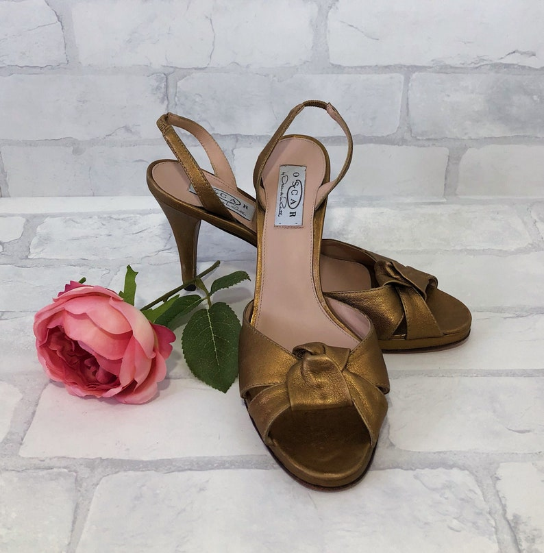 Vintage Oscar by OSCAR de la RENTA Antique Gold Knotted Heels Size 8