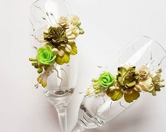 Bride and groom wedding glasses/green