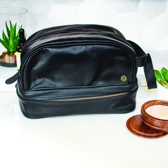 78b5c9a4d1c Personalized Leather Wash Bag Men s Leather Shaving Bag   Etsy