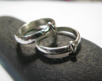 pair of rings inspired by outlander in hammered silver 925