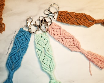 Macrame key chain with clip and key ring - Key chain - handmade key chain - keychain for woman - western key chain - purse charm