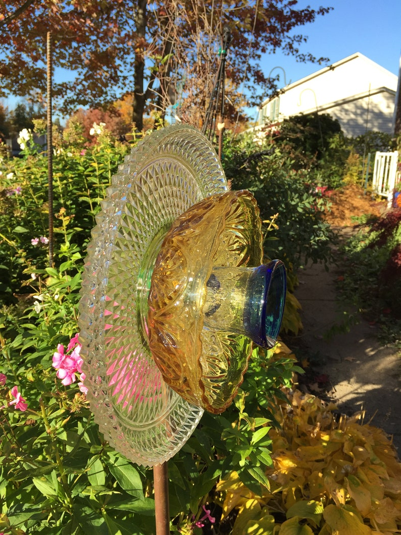 yard art sun catcher Glass flowers facing straight or tilted garden decor upcycled glass garden flower stake head with 2-way display