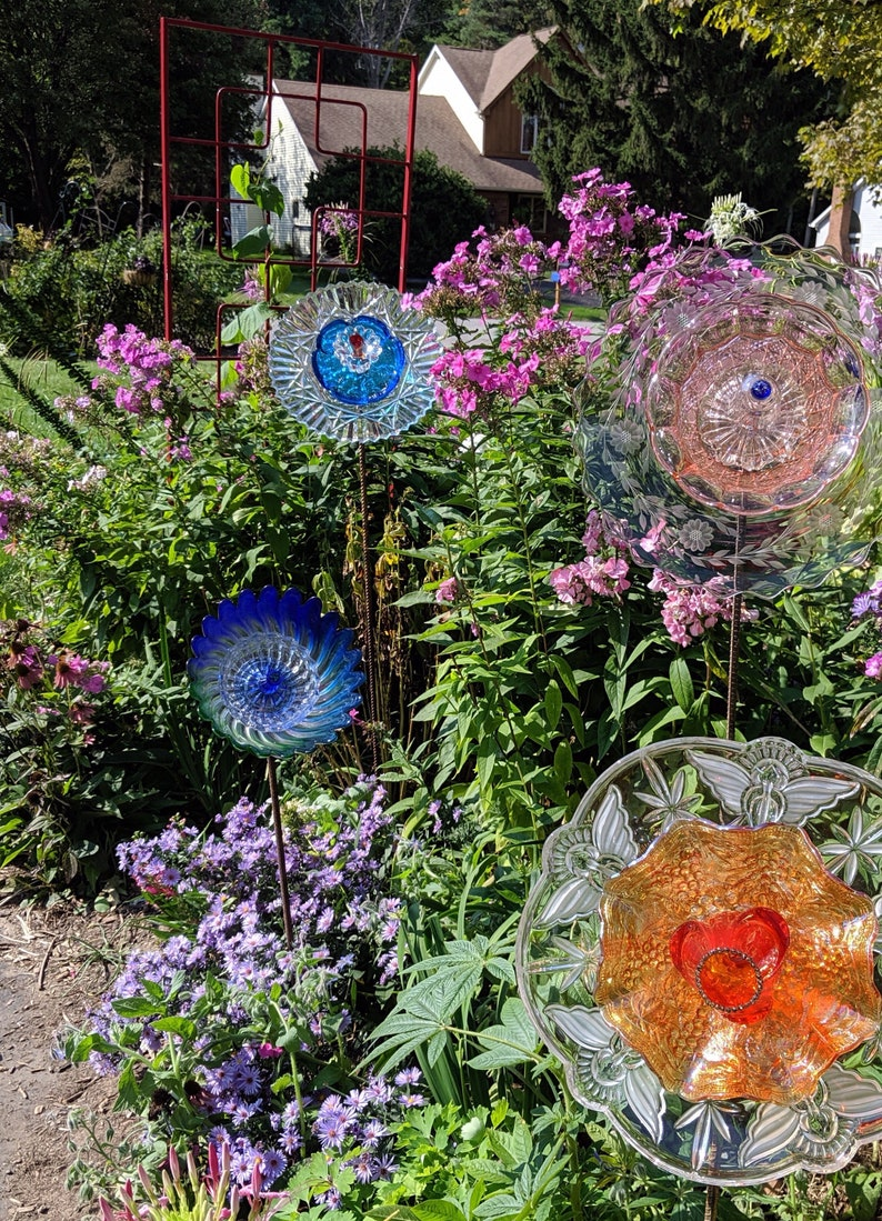 yard art upcycled glass garden flower stake head with 2-way display garden decor Glass flowers sun catcher facing straight or tilted
