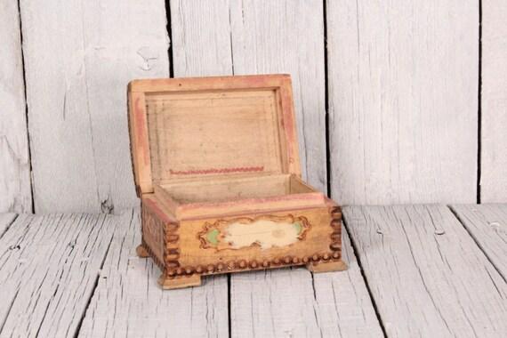 bo te en bois avec couvercle peint la main en bois boite. Black Bedroom Furniture Sets. Home Design Ideas