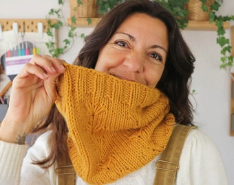 Spring Flower Cowl Knitting Pattern by Cecilia Losada, circular needles, learn to knit in the round