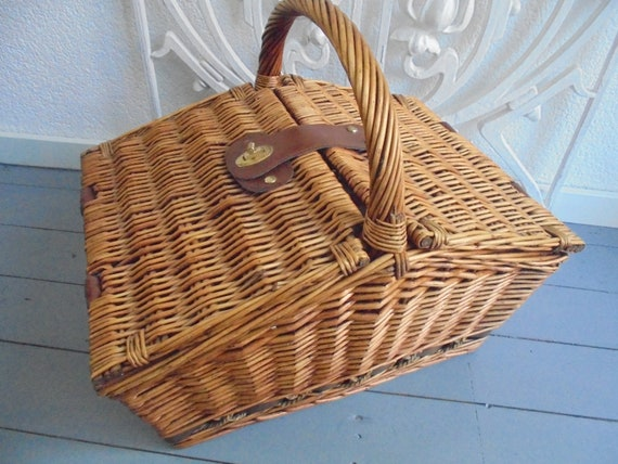 wicker basket/vintage wicker trunk/wicker travel b