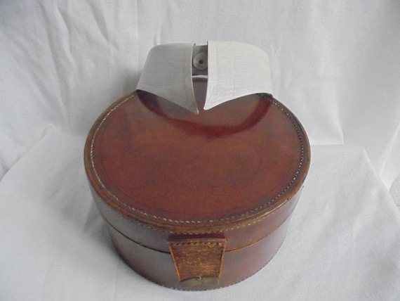 french collar suitcase of leather/French vintage c