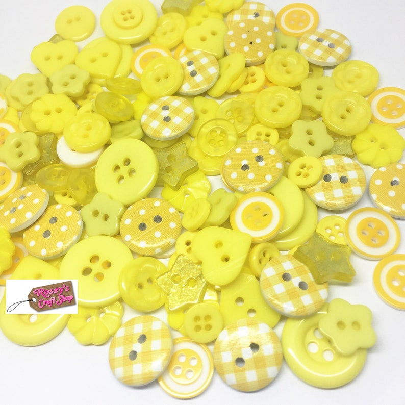 SCRAPBOOK CRAFT 50 10mm PLASTIC BUTTON SEWING MIXED COLOURS CARDMAKING