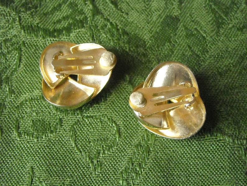 Vintage Swirl Clip Earrings Gold Tone 1