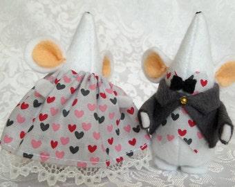 Couple de souris habillé